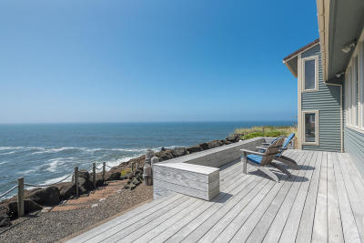 Little Whale Cove Single Family Home For Sale: 540 SW Cove Point