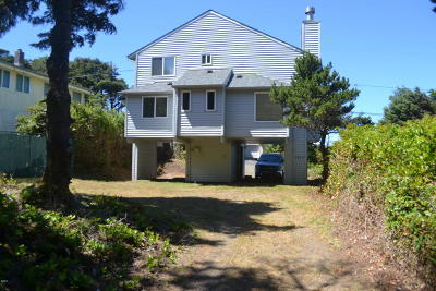 Lincoln City Single Family Home For Sale: 1523 SW Dune Ave