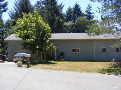Newport Single Family Home For Sale: 1083 NE Newport Heights Drive