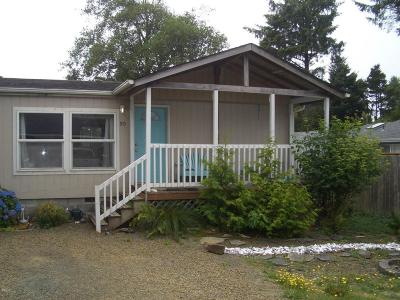 Depoe Bay, Gleneden Beach, Lincoln City, Newport, Otter Rock, Seal Rock, South Beach, Tidewater, Toledo, Waldport, Yachats Mobile/Manufactured For Sale: 90 Laurel Street