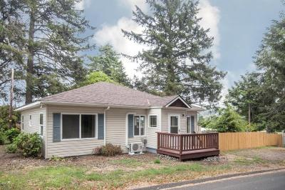 Lincoln City Single Family Home For Sale: 3036 NW Port Dr.