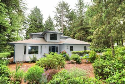 Depoe Bay Single Family Home For Sale: 1270 SW Walking Wood