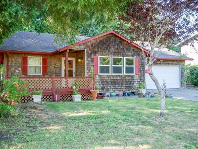 Waldport Single Family Home For Sale: 1570 SW Fairway Dr