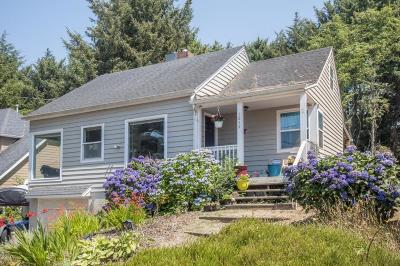 Lincoln City Single Family Home For Sale: 1834 SW Coast Ave.