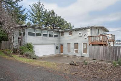 Depoe Bay Single Family Home For Sale: 125 SW Crescent Street