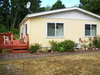 Depoe Bay, Gleneden Beach, Lincoln City, Newport, Otter Rock, Seal Rock, South Beach, Tidewater, Toledo, Waldport, Yachats Mobile/Manufactured For Sale: 5405 NW Pacific Coast Hwy #15