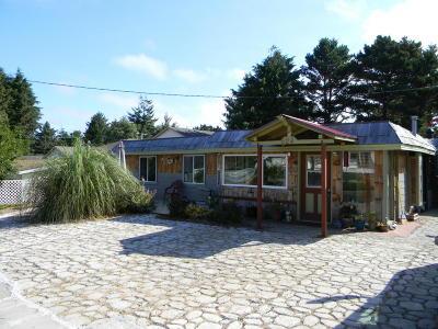 Lincoln City Single Family Home For Sale: 624 SE Oar Ave