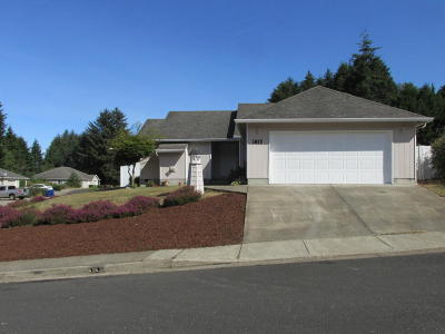 Lincoln City Single Family Home For Sale: 1817 SE 19th St