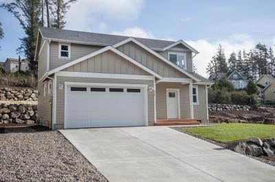 Lincoln City Single Family Home For Sale: 4264 SE Inlet Ave.