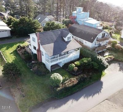 Lincoln City OR Single Family Home For Sale: $325,000