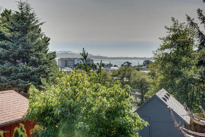 Lincoln City Single Family Home For Sale: 4535 SE High School Dr