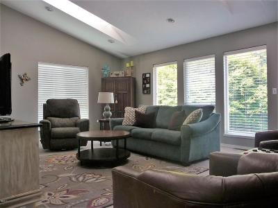 Toledo Single Family Home For Sale: 1128 NW Sunset Dr
