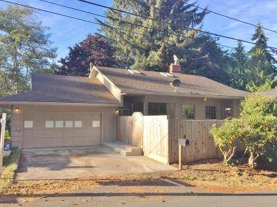 Lincoln City Single Family Home For Sale: 2332 NE 21st St