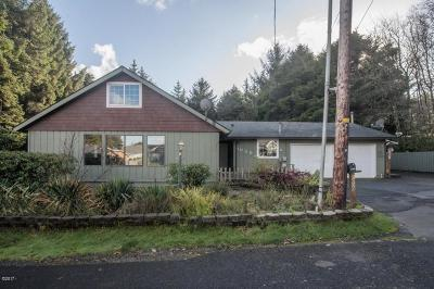 Lincoln City Single Family Home For Sale: 1030 SW 17th St