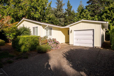 Lincoln City Single Family Home For Sale: 360 Seagrove Loop