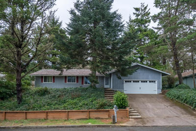 Newport Single Family Home For Sale: 2334 NE Douglas St