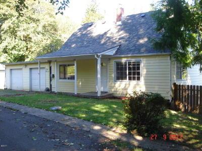 Toledo Single Family Home For Sale: 612 NE 2nd St