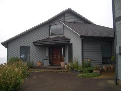 Depoe Bay Single Family Home For Sale: 535 SW Cardinal Street