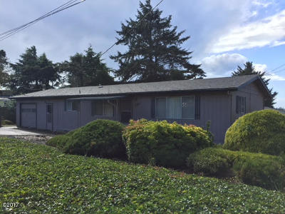 Lincoln City Single Family Home For Sale: 2531 NW Oar Ave