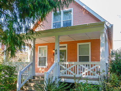 Depoe Bay Single Family Home For Sale: 69 Ocean View St