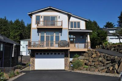 Lincoln City Single Family Home For Sale: 2224 SW Coast Ave