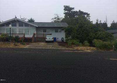Waldport Single Family Home For Sale: 645 SW Green Dr
