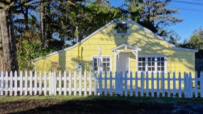 Lincoln City Single Family Home For Sale: 2523 NW Oar Ave