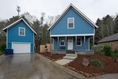 Lincoln City Single Family Home For Sale: 4525 NE Tide Ave