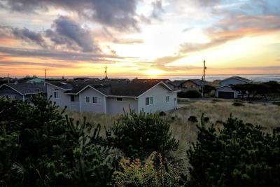 Waldport Single Family Home For Sale: 2210 NW Convoy Way