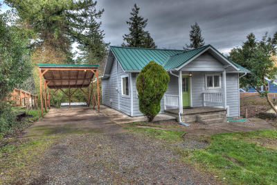 Depoe Bay, Gleneden Beach, Lincoln City, Newport, Otter Rock, Seal Rock, South Beach, Tidewater, Toledo, Waldport, Yachats Single Family Home For Sale: 664 SE 2nd St