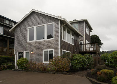Lincoln City Single Family Home For Sale: 3158 SW Beach Ave