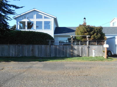 Newport Single Family Home For Sale: 928 SW Bay View Ln