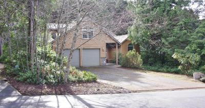 Depoe Bay Single Family Home For Sale: 130 SW Cormorant