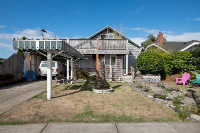 Lincoln City Multi Family Home For Sale: 1205 SW 51st St