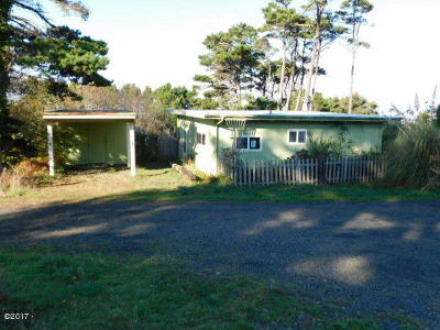 Seal Rock Single Family Home For Sale: 10076 NW Crane St