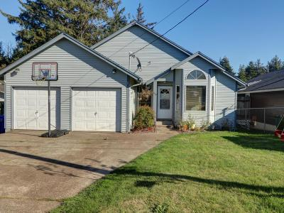 Newport Single Family Home For Sale: 828 NE Grant St