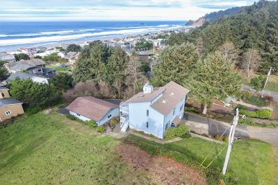 Lincoln City Single Family Home For Sale: 6215 NE Oar Dr
