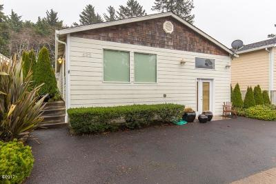 Lincoln City Single Family Home For Sale: 522 SE Neptune Ave