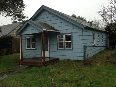 Lincoln City Single Family Home For Sale: 4943 SE Keel Ave.