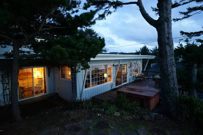 Lincoln City OR Single Family Home Closed: $437,500