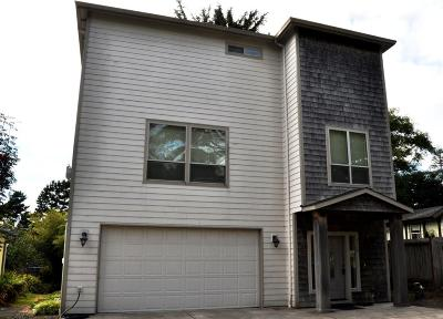 Lincoln City Single Family Home For Sale: 3429 NW Oar Avenue