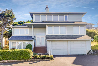 Single Family Home Sold: 5508 NW Jetty Avenue