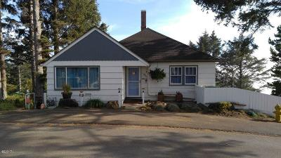 Lincoln City Single Family Home For Sale: 830 SW 10th