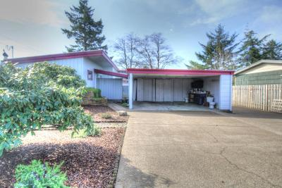 Single Family Home Sold: 226 NE San-Bay-O Cir