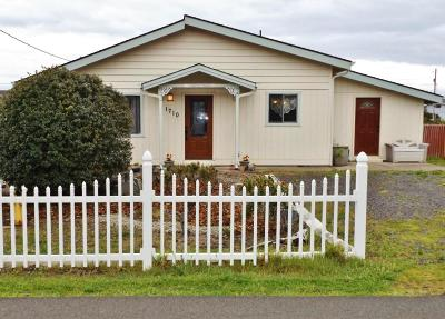 Waldport Single Family Home For Sale: 1710 NW Parker Ave
