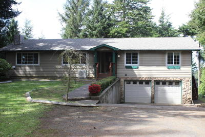 Waldport Single Family Home For Sale: 100 NE Waldport Heights Dr