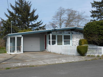 Newport Single Family Home For Sale: 360 NE San-Bay-O Cir