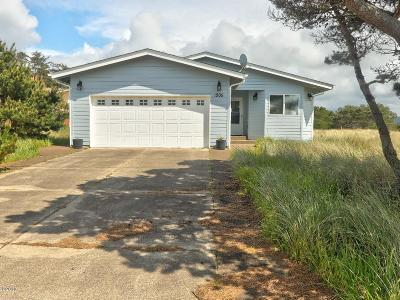 Waldport Single Family Home For Sale: 1005 NW Bayshore Dr