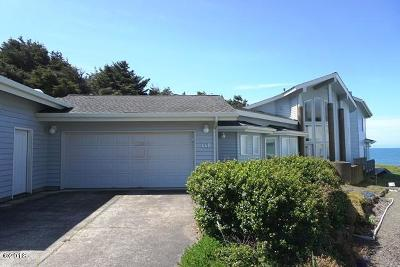 Depoe Bay Single Family Home For Sale: 440 SW Pine Court