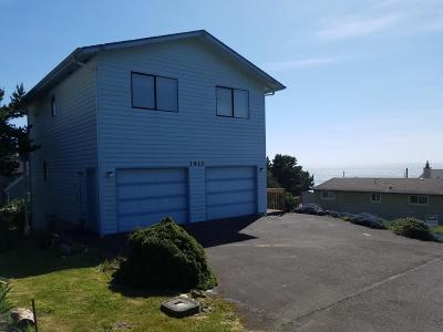 Lincoln City OR Single Family Home For Sale: $380,000